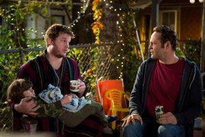 Brett (Chris Pratt) tries to convince David (Vince Vaughn) that fatherhood isn't what he thinks.