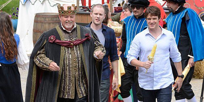 Jinksie & Pete meet the king at the Renaissance Faire © SyFy