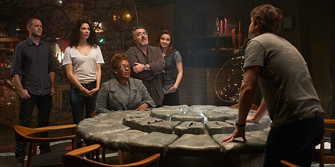 Steve, Myka, Mrs F, Artie and Claudia talk to Pete about his moment © SyFy