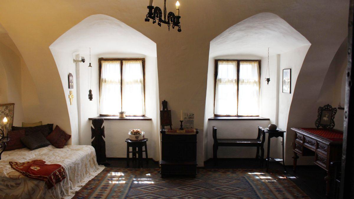 Queen Marie's Bedroom in Bran Castle