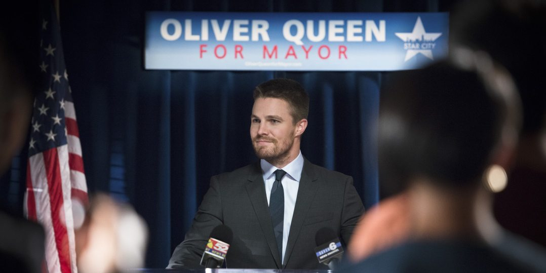 """Arrow -- """"Beyond Redemption"""" -- Image AR405A_0180b.jpg -- Pictured: Stephen Amell as Oliver Queen -- Photo: Diyah Pera/ The CW -- �© 2015 The CW Network, LLC. All Rights Reserved"""