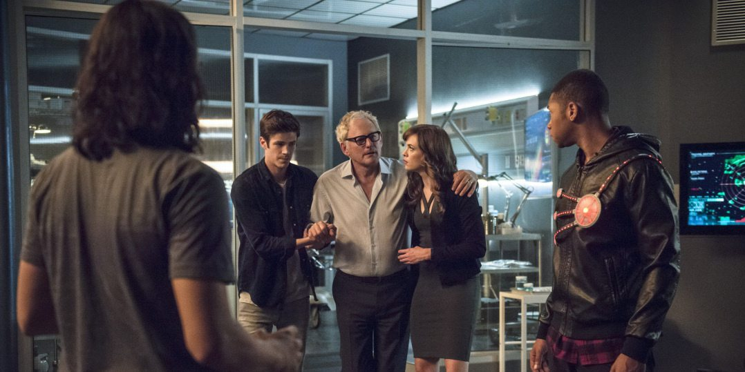 """The Flash -- """"The Fury of Firestorm"""" -- FLA204A_0306b -- Pictured (L-R): Carlos Valdes as Cisco Ramon, Grant Gustin as Barry Allen, Victor Garber as Professor Stein, Danielle Panabaker as Caitlin Snow and Franz Drameh as Jax Jackson -- Photo: Cate Cameron /The CW -- �© 2015 The CW Network, LLC. All rights reserved."""