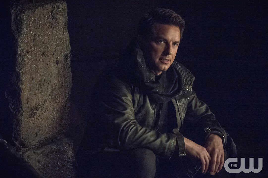 "Arrow -- ""My Name is Oliver Queen"" -- Image AR323A_0046b -- Pictured: John Barrowman as Malcolm Merlyn -- Photo: Cate Cameron/The CW -- �© 2015 The CW Network, LLC. All Rights Reserved."