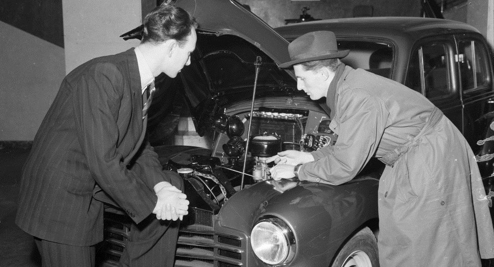 Continuing refinements to the internal combustion engine allowed the automobile to cement its place in modern society. (Photograph by Sven Türck (1897-1954), Department of Maps, Prints and Photographs, The Royal Library, Denmark. No known copyright restrictions. Original photograph cropped by author.)