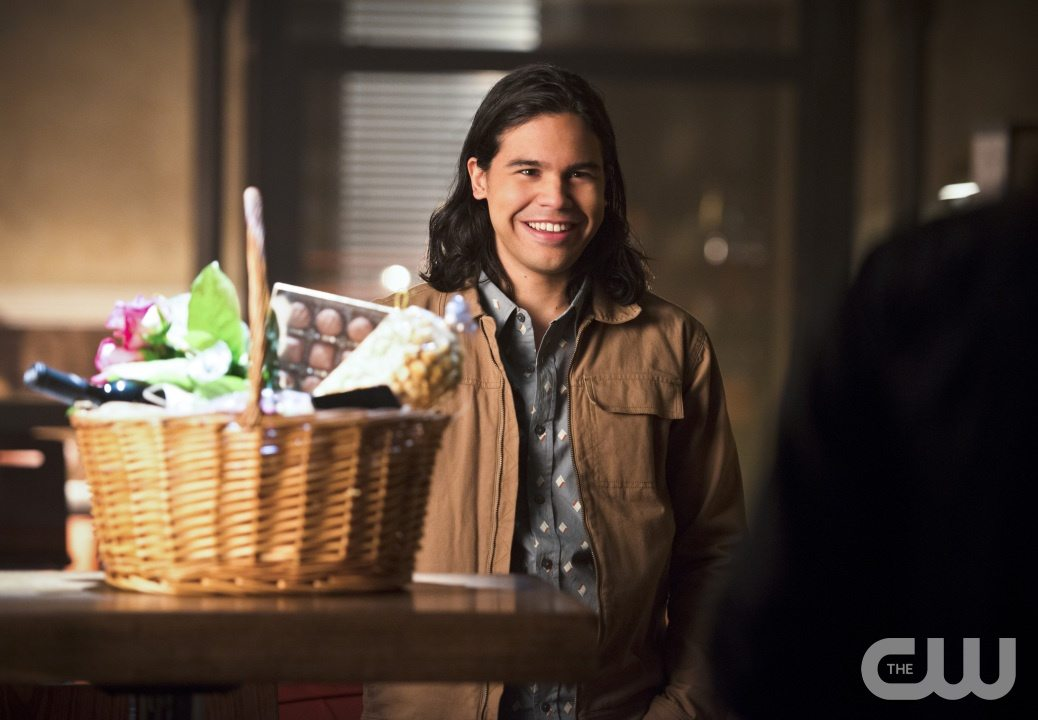 """The Flash -- """"Gorilla Warfare"""" -- Image FLA207A_0030b.jpg -- Pictured: Carlos Valdes as Cisco Ramon -- Photo: Diyah Pera/The CW -- �© 2015 The CW Network, LLC. All rights reserved."""