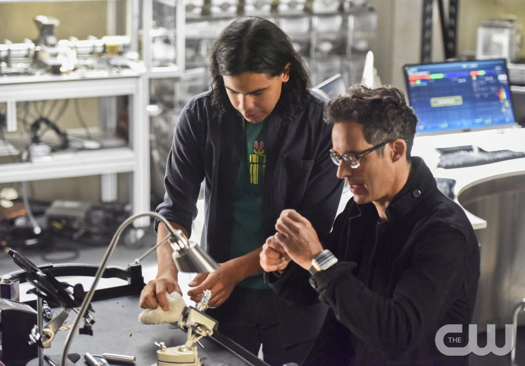 """The Flash -- """"Enter Zoom"""" -- Image FLA206B_0019b.jpg -- Pictured (L-R): Carlos Valdes as Cisco Ramon and Tom Cavanagh as Harrison Wells -- Photo: Dean Buscher/The CW -- �© 2015 The CW Network, LLC. All rights reserved."""