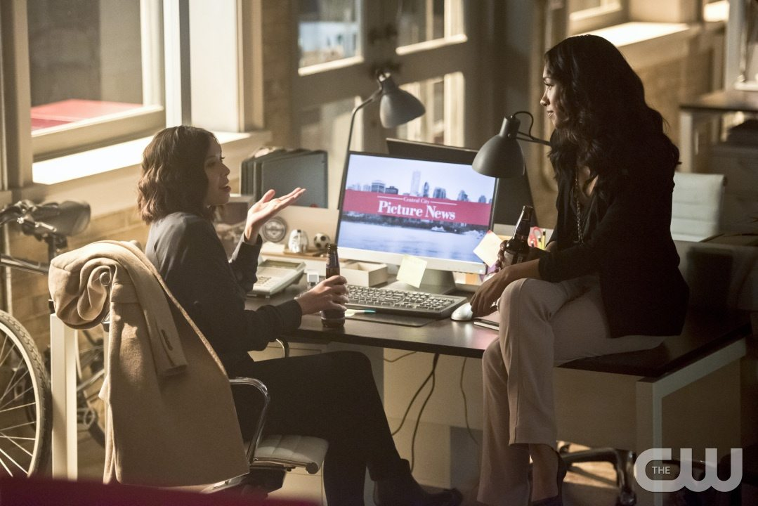 """The Flash -- """"Enter Zoom"""" -- Image FLA206B_0162b.jpg -- Pictured (L-R): Malese Jow as Linda Park and Candice Patton as Iris West -- Photo: Dean Buscher/The CW -- �© 2015 The CW Network, LLC. All rights reserved."""