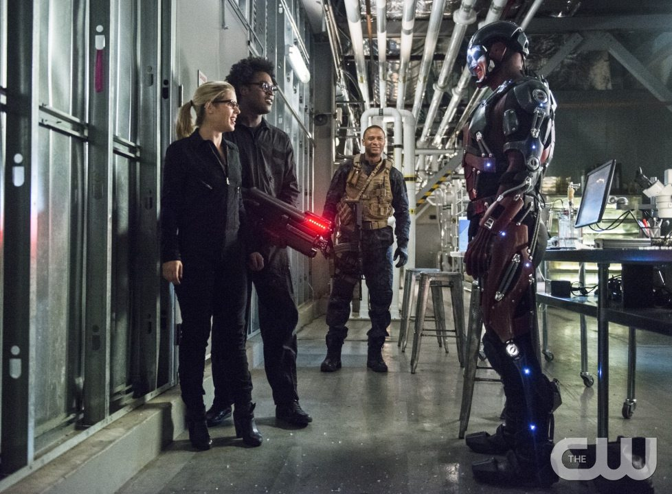 """Arrow -- """"Lost Souls"""" -- Image AR406A_0224b.jpg -- Pictured (L-R): Emily Bett Rickards as Felicity Smoak, Echo Kellum as Curtis Holt, David Ramsey as John Diggle and Brandon Routh as Atom -- Photo: Cate Cameron/ The CW -- �© 2015 The CW Network, LLC. All Rights Reserved."""