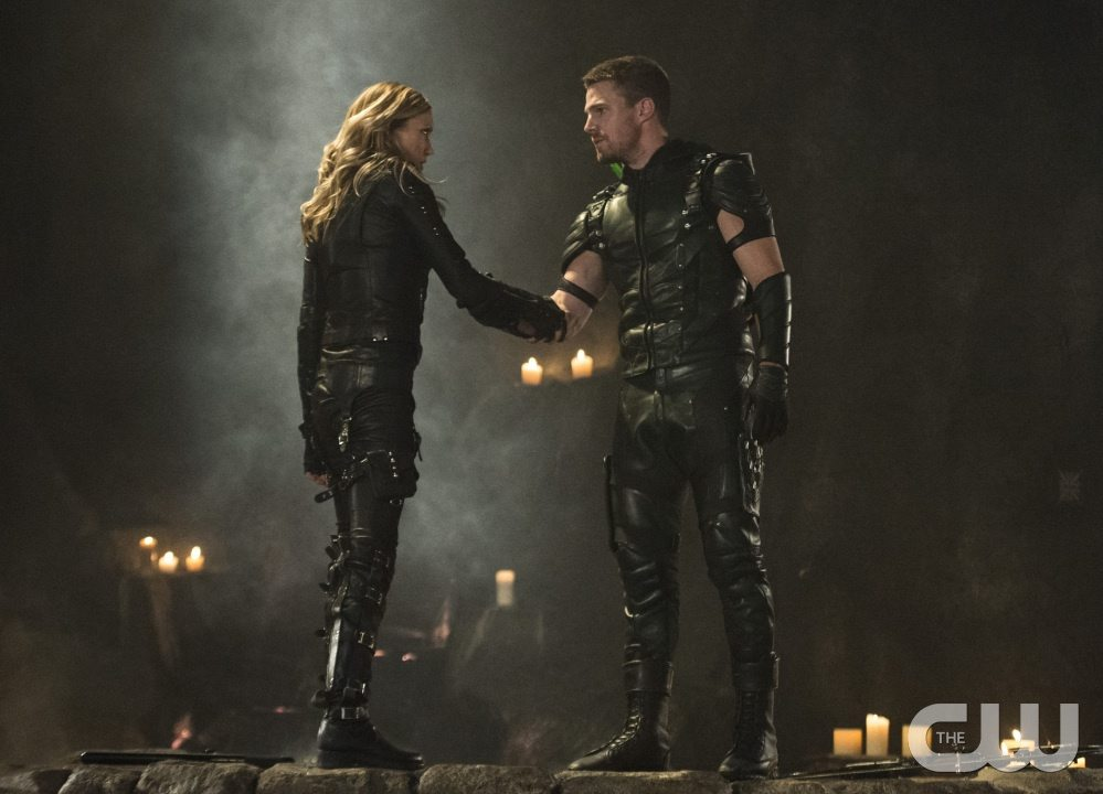 """Arrow -- """"Haunted"""" -- Image AR404B_0406b.jpg -- Pictured (L-R): Katie Cassidy as Black Canary and Stephen Amell as The Arrow -- Photo: Cate Cameron/ The CW -- �© 2015 The CW Network, LLC. All Rights Reserved."""