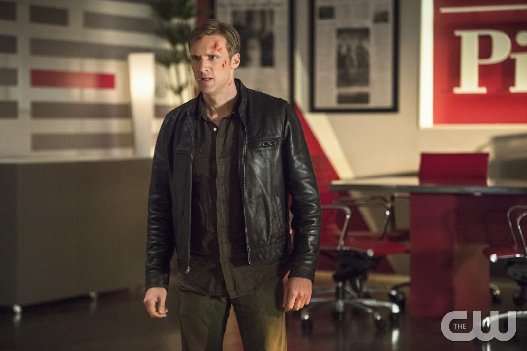 """The Flash -- """"The Darkness and the Light"""" -- Image FLA205B_0306b.jpg -- Pictured: Teddy Sears as Jay Garrick -- Photo: Cate Cameron/The CW -- �© 2015 The CW Network, LLC. All rights reserved."""