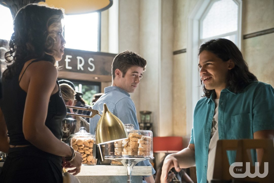 """The Flash -- """"The Darkness and the Light"""" -- Image FLA205A_0044b.jpg -- Pictured (L-R): Ciara Renee as Kendra Saunders, Grant Gustin as Barry Allen and Carlos Valdes as Cisco Ramon -- Photo: Katie Yu/The CW -- �© 2015 The CW Network, LLC. All rights reserved."""