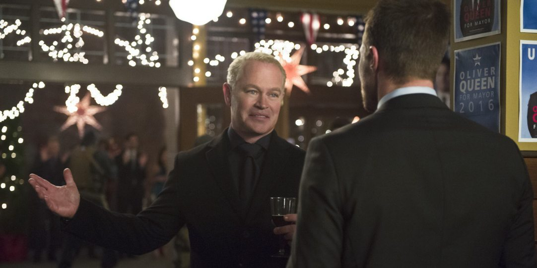 "Arrow -- ""Dark Waters"" -- Image AR409B_0320b.jpg -- Pictured (L-R): Neal McDonough as Damien Darhk and Stephen Amell as Oliver Queen -- Photo: Diyah Pera/ The CW -- �© 2015 The CW Network, LLC. All Rights Reserved."