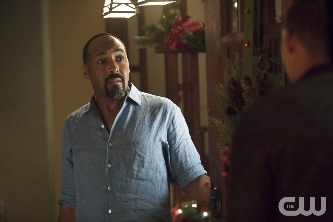 """The Flash -- """"Running to Stand Still"""" -- Image: FLA209b_0173b.jpg -- Pictured: Jesse L. Martin as Detective Joe West -- Photo: Katie Yu/The CW -- �© 2015 The CW Network, LLC. All rights reserved."""