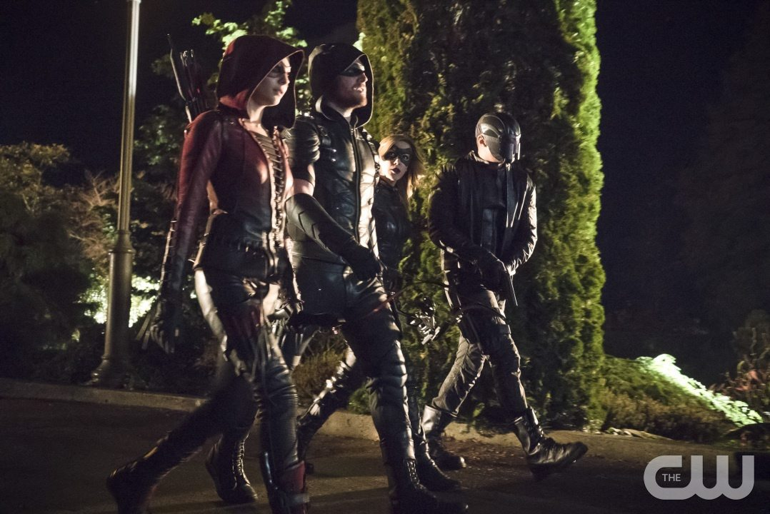 """Arrow -- """"Blood Debts"""" -- Image AR410a_0114b.jpg -- Pictured (L-R): Willa Holland as Speedy, Stephen Amell as The Arrow, Katie Cassidy as Black Canary and David Ramsey as John Diggle -- Photo: Katie Yu/ The CW -- �© 2015 The CW Network, LLC. All Rights Reserved."""