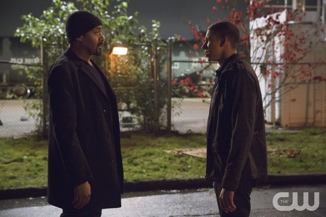 """The Flash -- """"Potential Energy"""" -- Image FLA210a_0363b -- Pictured (L-R): Jesse L. Martin as Detective Joe West and Keiynan Lonsdale as Wally West -- Photo: Jack Rowand/The CW -- �© 2016 The CW Network, LLC. All rights reserved."""
