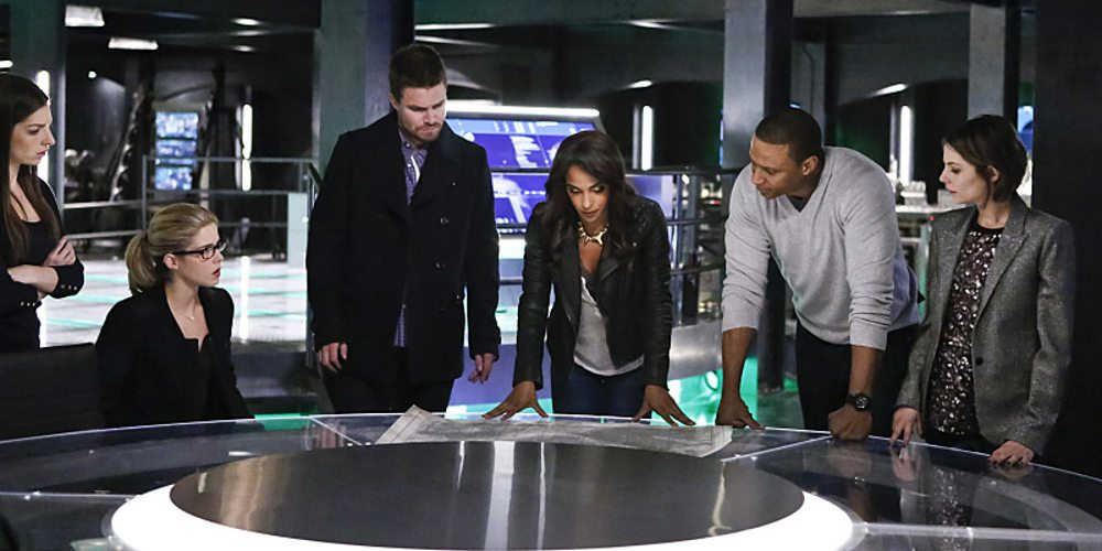 """Arrow -- """"Taken"""" -- Image AR415b_0136b.jpg -- Pictured (L-R): Anna Hopkins as Samantha, Emily Bett Rickards as Felicity Smoak, Stephen Amell as Oliver Queen / The Green Arrow, Megalyn E.K. as Vixen, David Ramsey as John Diggle, and Willa Holland as Thea Queen / Speedy -- Photo: Bettina Strauss/ The CW -- �© 2016 The CW Network, LLC. All Rights Reserved."""
