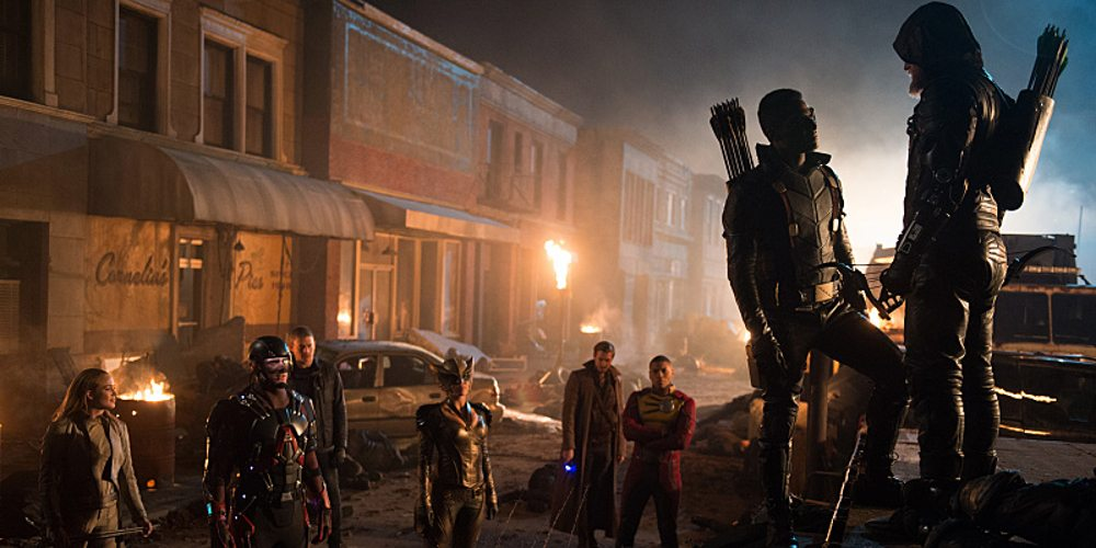 """DC's Legends of Tomorrow -- """"Star City 2046"""" -- Image LGN106b_0421.jpg -- Pictured (L-R): Caity Lotz as Sara Lance / White Canary, Brandon Routh as Ray Palmer /Atom, Wentworth Miller as Leonard Snart/Captain Cold, Ciara Renee as Kendra Saunders / Hawkgirl, Arthur Darvill as Rip Hunter, Franz Drameh as Jefferson """"Jax"""" Jackson, Joseph David-Jones as Connor Hawke / Green Arrow, and Steven Amell as Oliver Queen / Green Arrow -- Photo: Diyah Pera/The CW -- �© 2016 The CW Network, LLC. All Rights Reserved"""