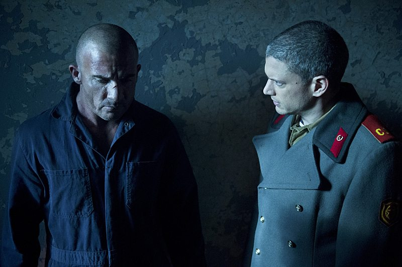 """DC's Legends of Tomorrow -- """"Fail-Safe"""" -- Image LGN105A_0301b.jpg -- Pictured (L-R): Dominic Purcell as Mick Rory/Heat Wave and Wentworth Miller as Leonard Snart/Captain Cold -- Photo: Diyah Pera/The CW -- �© 2016 The CW Network, LLC. All Rights Reserved."""
