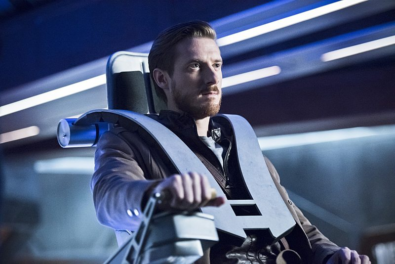 """DC's Legends of Tomorrow -- """"Star City 2046"""" -- Image LGN106a_0016b.jpg -- Pictured: Arthur Darvill as Rip Hunter -- Photo: Dean Buscher/The CW -- �© 2016 The CW Network, LLC. All Rights Reserved"""
