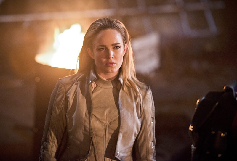 """DC's Legends of Tomorrow -- """"Star City 2046"""" -- Image LGN106b_0356b.jpg -- Pictured: Caity Lotz as Sara Lance/ White Canary -- Photo: Diyah Pera/The CW -- �© 2016 The CW Network, LLC. All Rights Reserved."""
