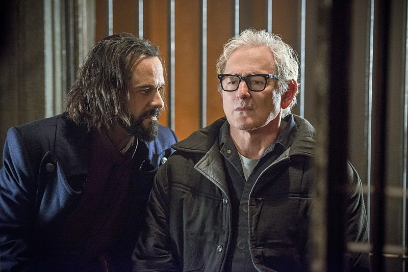 """DC's Legends of Tomorrow -- """"Fail-Safe"""" -- Image LGN105b_0141b.jpg -- Pictured (L-R): Casper Crump as Vandal Savage and Victor Garber as Professor Martin Stein -- Photo: Diyah Pera/The CW -- �© 2016 The CW Network, LLC. All Rights Reserved."""