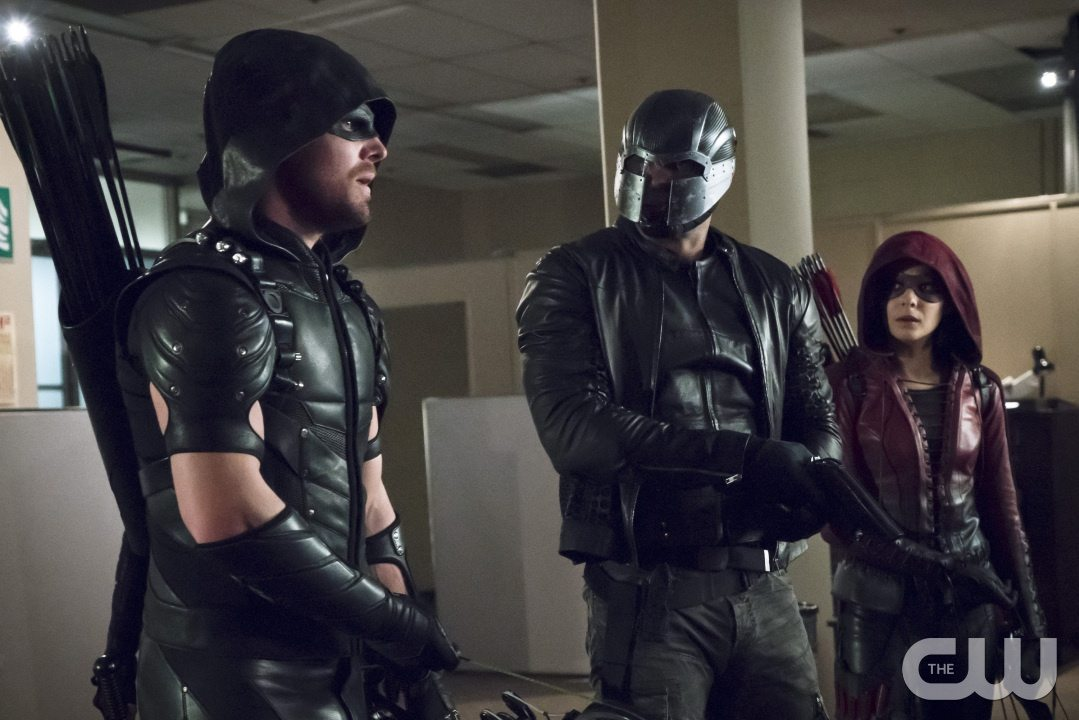 """Arrow -- """"Code of Silence"""" -- Image AR414A_0012b.jpg -- Pictured (L-R): Stephen Amell as The Arrow, David Ramsey as John Diggle/Spartan, and Willa Holland as Thea Queen / Speedy -- Photo: Katie Yu/ The CW -- �© 2016 The CW Network, LLC. All Rights Reserved."""