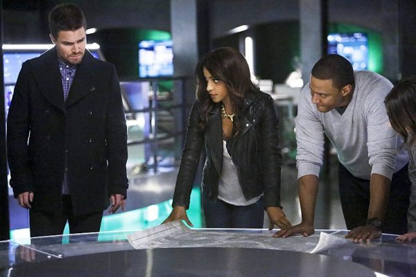"""Arrow -- """"Taken"""" -- Image AR415b_0165b.jpg -- Pictured (L-R): Stephen Amell as Oliver Queen / The Green Arrow, Megalyn E.K. as Vixen, and David Ramsey as John Diggle, -- Photo: Bettina Strauss/ The CW -- �© 2016 The CW Network, LLC. All Rights Reserved."""