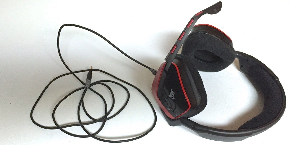 Corsair Void gaming headset works with Xbox One, PS4, PC and mobile devices.