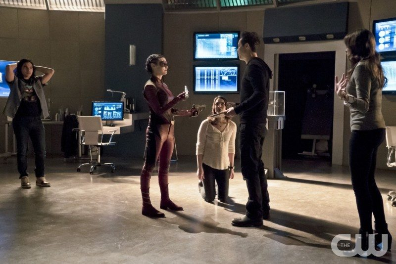 """The Flash -- """"Trajectory"""" -- Image FLA216b_0041b -- Pictured (L-R): Carlos Valdes as Cisco Ramon, Allison Paige as Trajectory, Violett Beane as Jesse, Tom Cavanagh as Harrison Wells, and Danielle Panabaker as Caitlin Snow -- Photo: Katie Yu/The CW -- �© 2016 The CW Network, LLC. All rights reserved."""