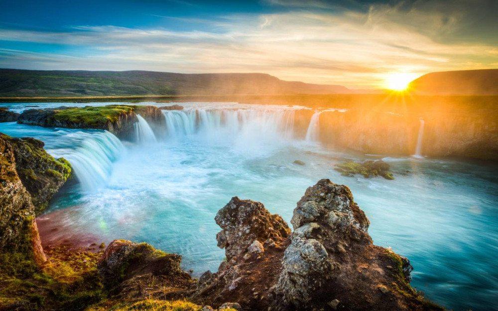 Iceland waterfalls, image Expedia