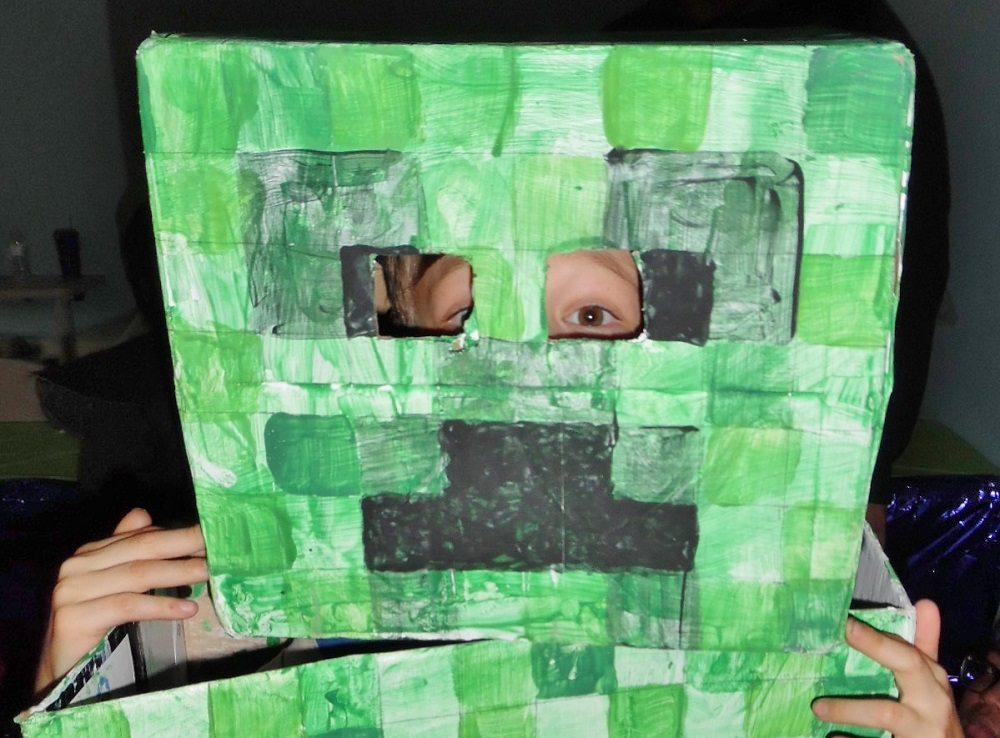 Close-up Creeper mask