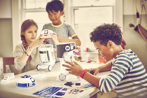 Kids assemble custom Star Wars droids using littleBits Droid Inventor Kit