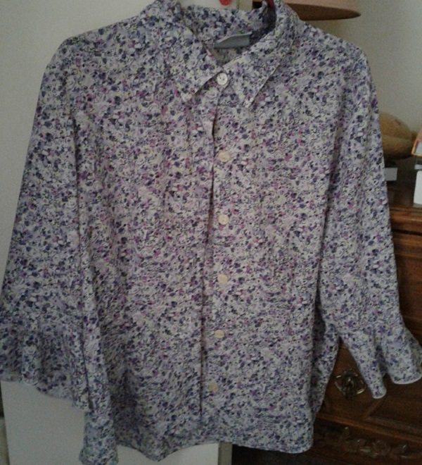Button-down blouse, purple-on-white floral print, standard collar, flouncy sleeves