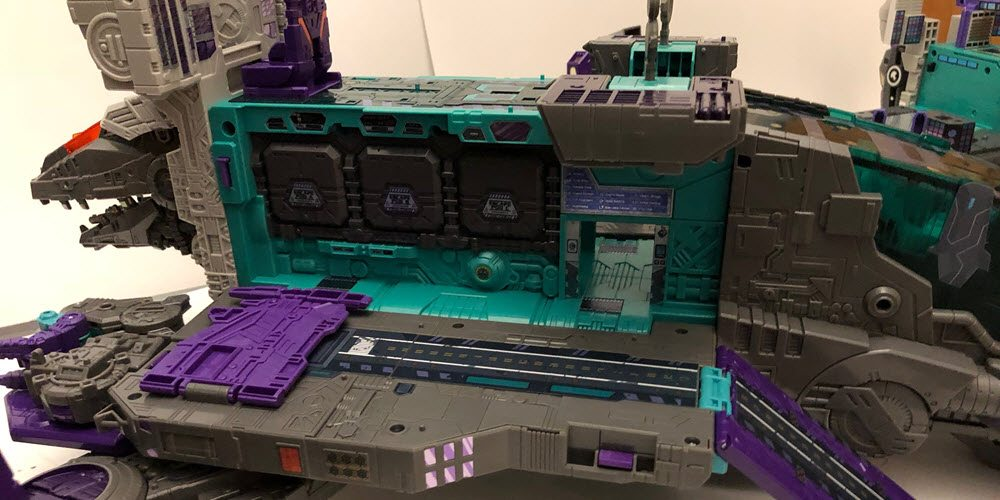 Titans-Return-Trypticon-City