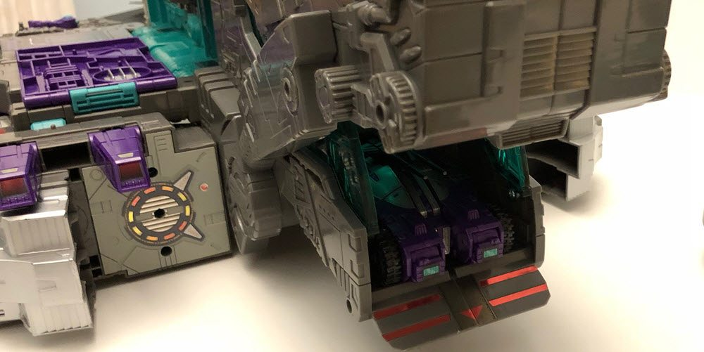 Titans-Return-Trypticon-Spaceship-Pod-Bay