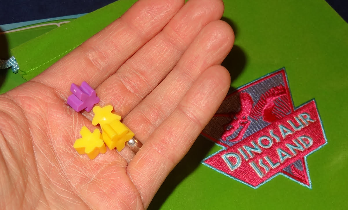Dinosaur Island meeples from the bag