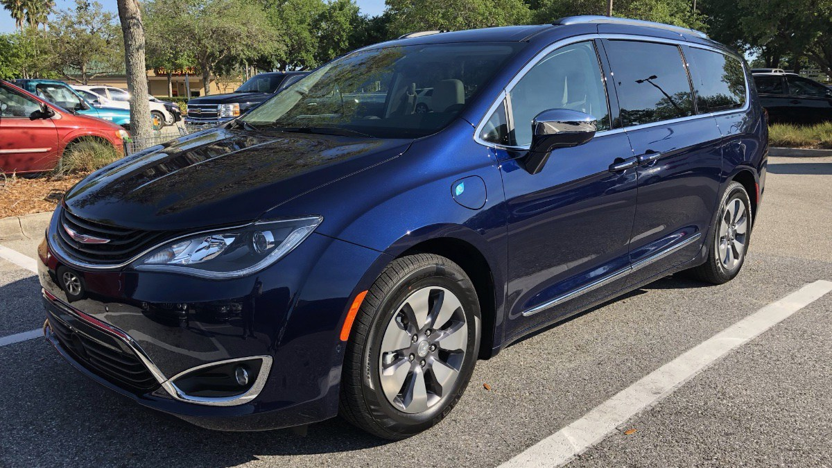 Chrysler-Pacifica-Front