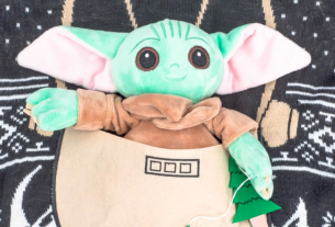 baby yoda sweater featured